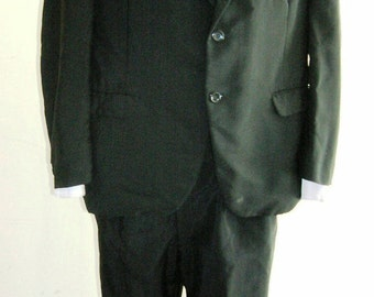 """1960's 42"""" chest, 32"""" waist """"men in black"""" light weight worsted wool black suit."""
