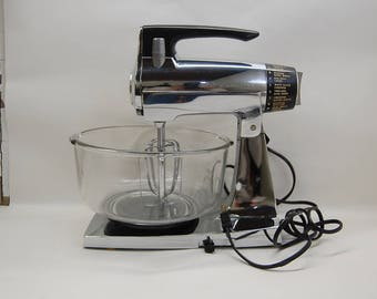 CHROME and BLACK SUNBEAM MixMaster with clear glass bowl and two mixers vintage mid century mod kitchen counter top industrial it works!!