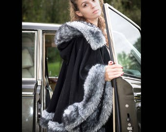 Wool and cashmere cape lined with grey faux fur