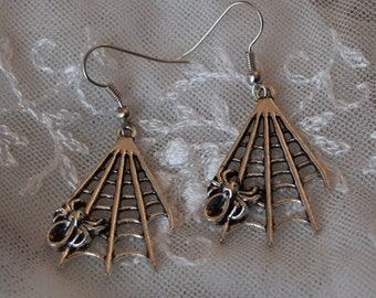 Spiderweb earrings ~ Spider web with spider charm earrings