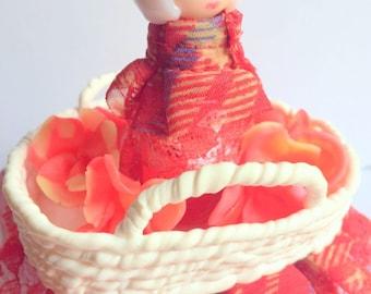 Personalized piggy bank, handmade/fimo/cardboard/figurine/miniature/kokeshi/doll/basket/white/pink/white/glitter/flowers/kawaii