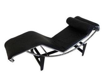 Le Corbusier LC4 Chaise Lounge in Black Leather