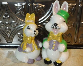 Easter Bunny Rabbits/Easter Decor/Easter Decoration/Easter Rabbits/Ceramic Bunny Rabbit Pair/Figurine/Kitschy/70's/Vintage