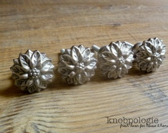 """SET OF 4 - 1.25"""" Pewter Flower Metal Knobs - Small Silver Flower Knob - Rustic Shabby Chic Drawer Pull - Decorative Knob - Cabinet Decor"""