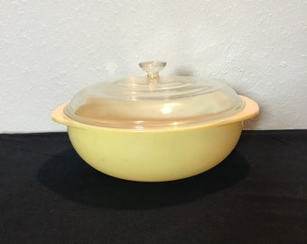 Pyrex 2-Quart Casserole with Lid