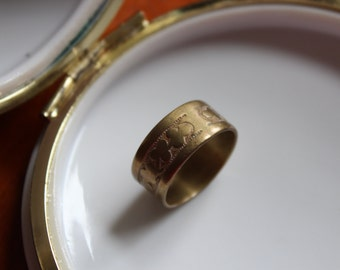 Art Nouveau Brass Band Ring with Clover Design