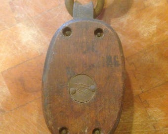 Single wood block pulley with anvil symbol