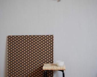 Hocker aus recyceltem Holz