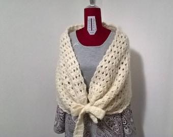 Scialle di lana,scialle all'uncinetto,fatto a mano,abbigliamento donna,accessori donna,copri spalle di lana,modello unico,moda donna inverno