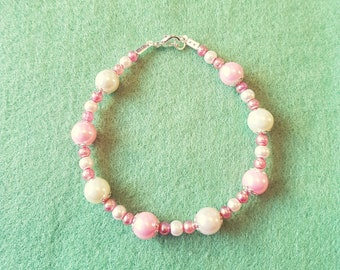 Strawberry and cream glass pearl beaded bracelet