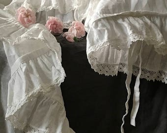 Luxury pure linen set 'Madeleine' with ruffle and linen lace. Pure linen prewashed flat top sheet and two pillow cases.