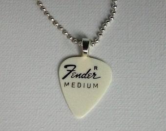 Médiator Fender moyen pendentif - collier Unique musicien - Vintage 1970 s