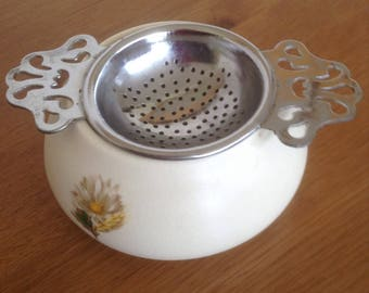 Purbeck Tea strainer and dish