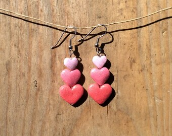 Heart earrings in shades of pink.