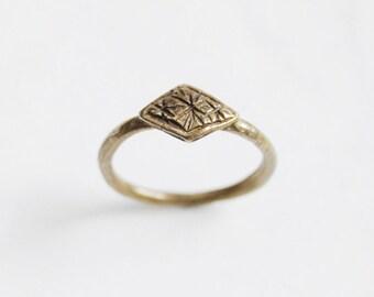 Tiny stars ring - brass