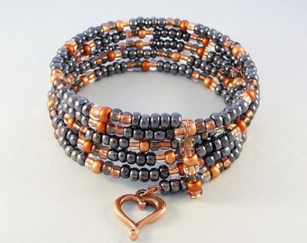 Black and copper bead bracelet - memory wire bracelet - copper heart charm bracelet - beaded stretch bracelet
