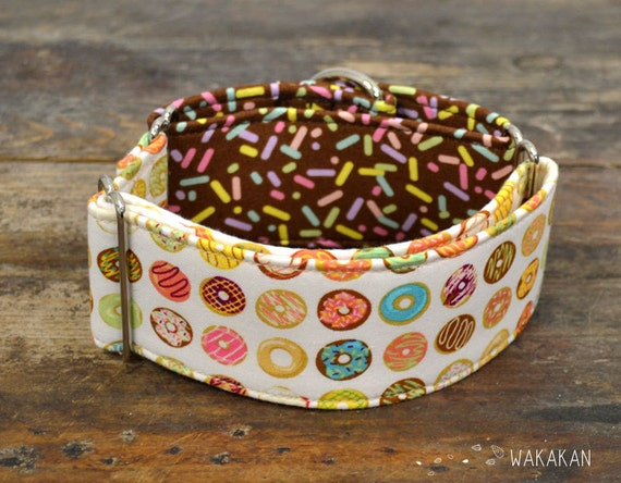 Martingale dog collar model Yummy Donuts . Adjustable and handmade with 100% cotton fabric. Doughnuts with sprinkles Wakakan