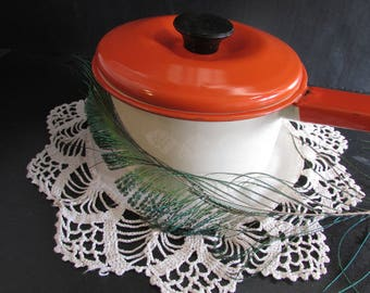 Enamel Ware Pot From the 40's Bakelite Handle on the Lid