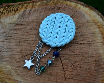 Knitted effect brooch Polymer clay brooch Mint brooch Handmade brooch Brooch with chains Brooch with charms Circle brooch