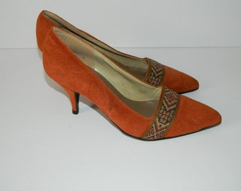 Retro 1990s Never Worn Ladies Orange Suede Pumps Made in Canada Size 8