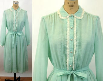 1960s shirtwaist dress Henry-Lee sea foam green pleated dress peter pan lace collar pearl buttons Size M/L