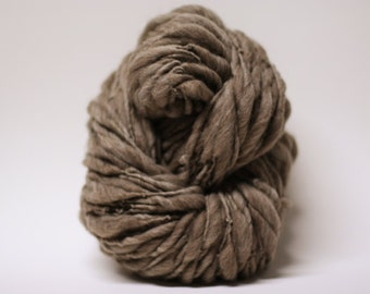 Handspun Yarn Thick and Thin Wool Merino Slub TtS(tm) Super Bulky  Dark Taupe 160x Half-pounder