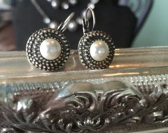 Leverback pearl earrings