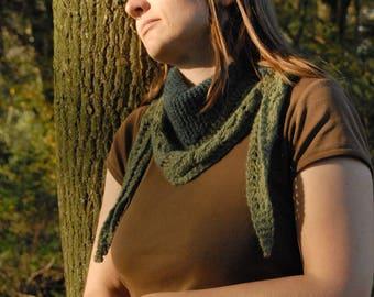 Triangular green scarf with lacy leaf border
