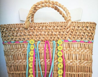 Straw basket lined with cotton