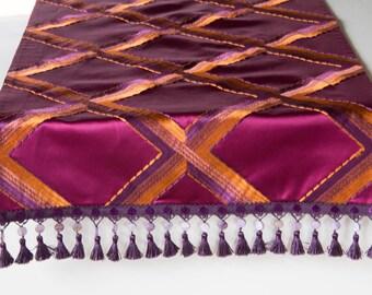 Patterned table runner, purple, satin, 140 x 40 cm