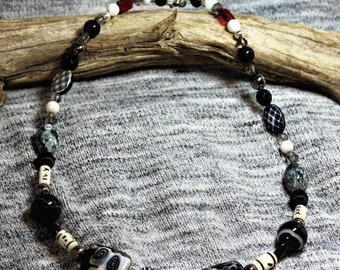 This a beauitful black & white beaded Necklace, that have unique designs throughout the necklace