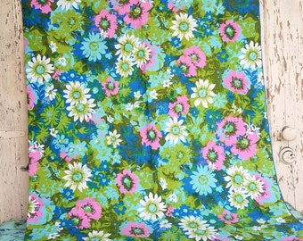 Vintage Tablecloth in Preppy Floral Print - Retro Pink + White Daisy Table Linens, Wedding Shower Decor, Retro Floral Square Tablecloth