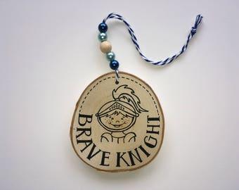 Hölzerne Kleiderbügel • TAPFERER Ritter • brave knight-pendant-wood-boy-Birch-children's Zimmer-Hand gezeichnet-Zeichen-wirklich miek