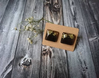 Square Stud earrings with real small flowers-resin/resin