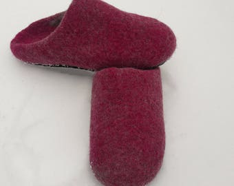 Women felted slippers  Felt wool grey and colors of fuchsia   Leather soles Women house shoes felt slippers Shoe slippers House shoes