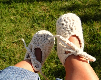 Crochet Baby Booties, baby shoes, ankle-tie shoes, crochet baby shoes, newborn shoes