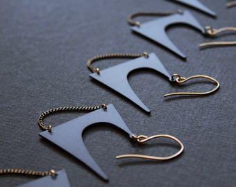 Einzigartige Matte schwarze Ohrringe nervös ungewöhnliche Ohrringe große Aussage Ohrringe modernen schwarzen Schmuck große baumeln Ohrringe Gold Messing - Zoe Ohrringe