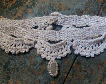 Necklace, necklace with pendant, vintage, crochet, crochet lace, natural stone, white