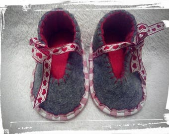 "Hand-stitched slippers ""Costume"" for babies and toddlers"