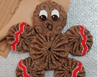 Gingerbread Yo Yo  Ornament with Red/White Ric Rac - Gingerbread Cookie GB66