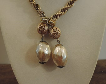 Gold Tone Chain and Faux Pearl Necklace 1950-'60s