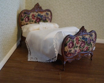 Miniature Bed; Heirloom Lace, Petit Point