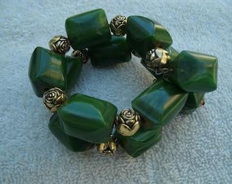 Vintage Green Bakelite Chunky Bead Bracelet - 1930s Memory Wire Bracelet