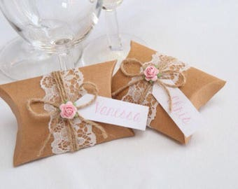 Pillow box wedding favours, personalised and filled with chocolate!
