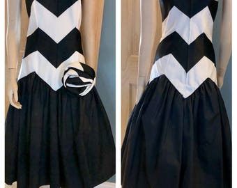 Awesome 80's black and white Prom or formal dress by Evenings by Raul Blanco / size medium to large
