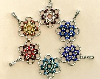 Chainmaille Japanese flowers pendant