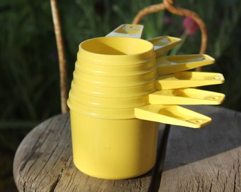 1970's Vintage Tupperware YELLOW Measuring Cup Set - All Six of them - 1 c, 3/4 c, 2/3 c. 1/2 c, 1/3c, 1/4 c,  - Excellent Condition