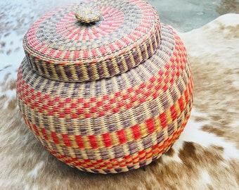 Faded Woven Basket w / Lid