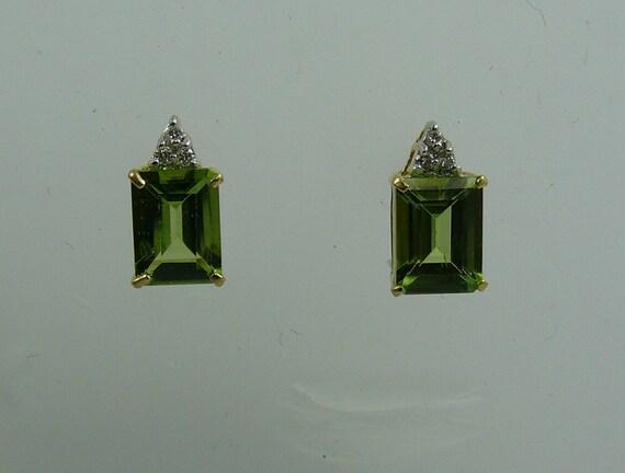 Peridot Earring with 18k Yellow Gold and Diamonds 0.06ct