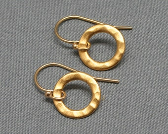 Gold Hammered Circle Earrings, 24K Gold Vermeil,14K Gold Filled, Delicate, Simple, Everyday, Tiny, Wedding, Bridesmaids